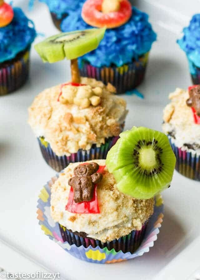 Summer Party Cupcakes with Kiwi Pretzel palm trees