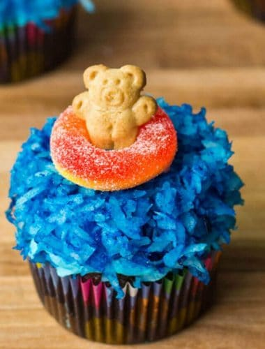 Teddy Graham Cupcakes are easy to make and so cute for a beach party, summer theme! A fun, edible craft. Kids will love making them!