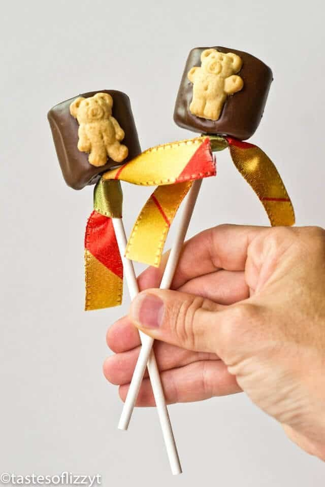hand holding teddy graham s\'mores pops
