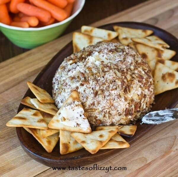 Pineapple Pecan Cheeseball