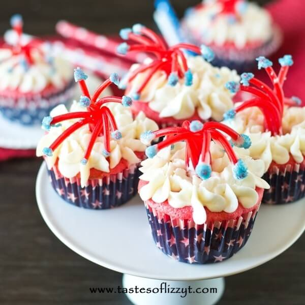 patriotic cupcakes on a cake stand