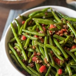 Christmas Green Beans with Toasted Pecans