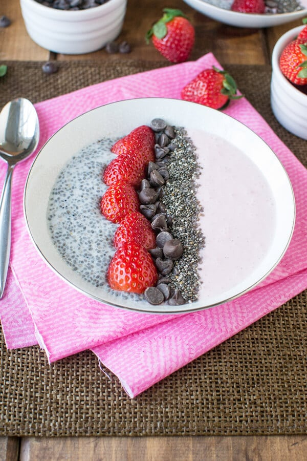 strawberry-chia-seed-smoothie-bowl-recipe