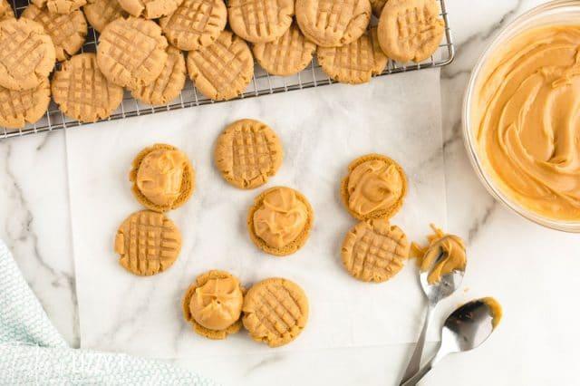frosting peanut butter sandwich cookies