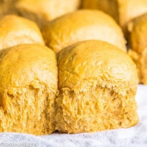 homemade pumpkin dinner rolls