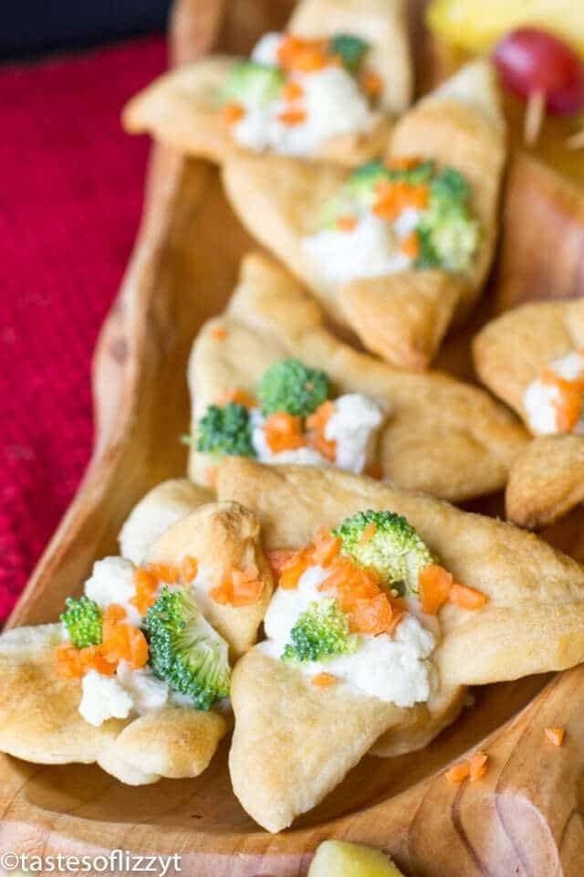 mini veggie pizzas with crescent roll dough