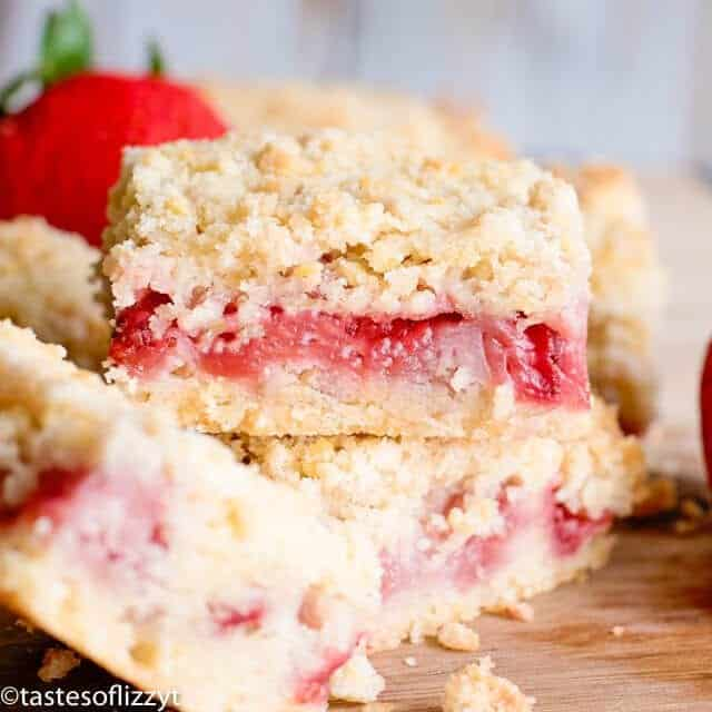 strawberry bars with crumb topping