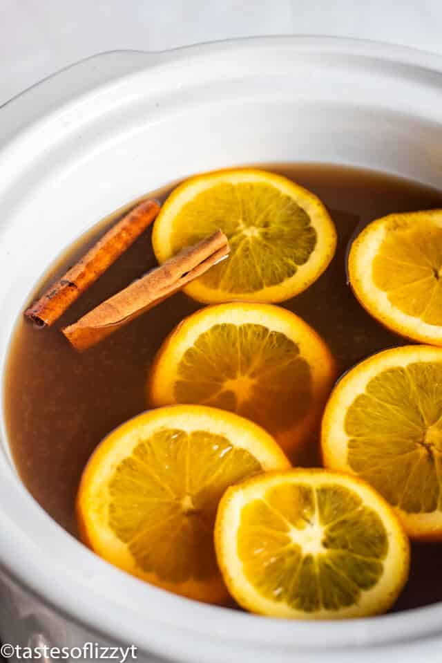 slow cooker russian tea with orange slices