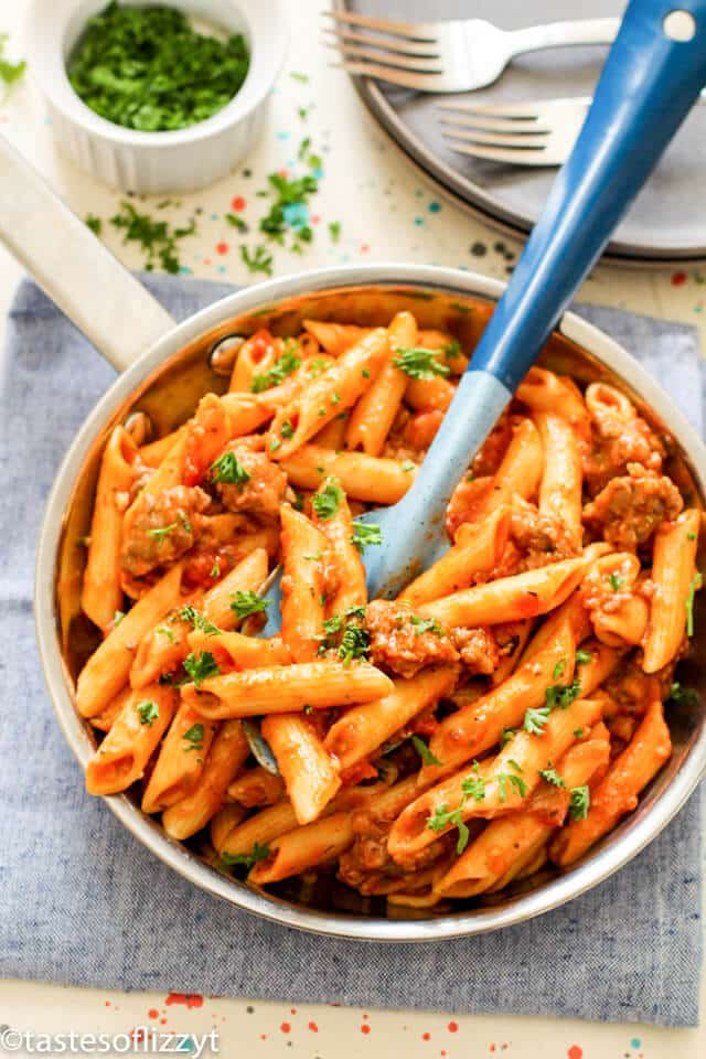 one-pot meal of sausage pasta