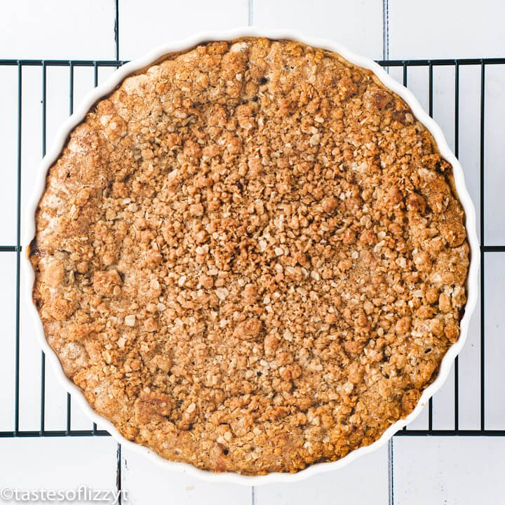 baked rhubarb crumble pie