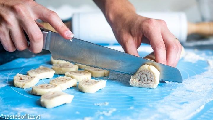 slicing pie crust into pieces