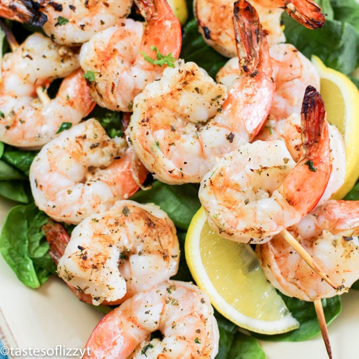 A plate of shrimp and lettuce