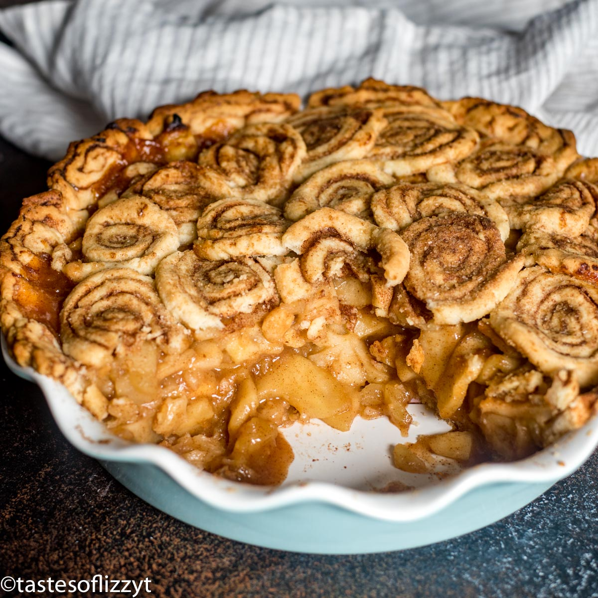 Cinnamon Roll Apple Pie