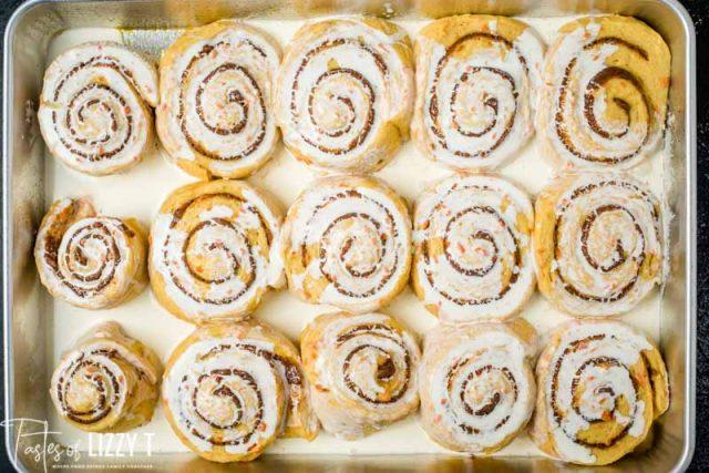 unbaked cinnamon rolls with heavy cream