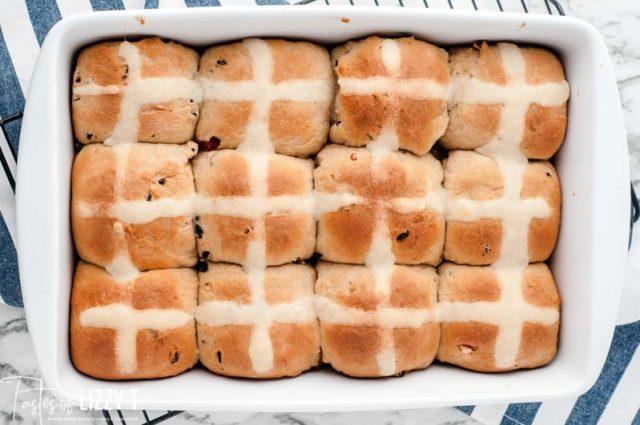 hot cross buns in a pan