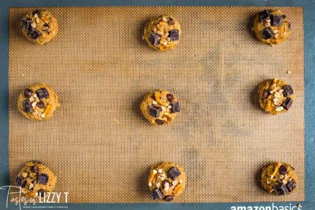 unbaked cookies on baking mat