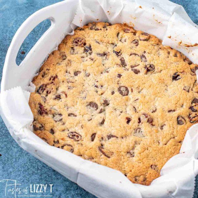 baked blondie cookie bars in an 8x8 baking pan