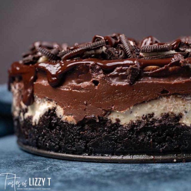 side view of fudge ripple oreo cheesecake
