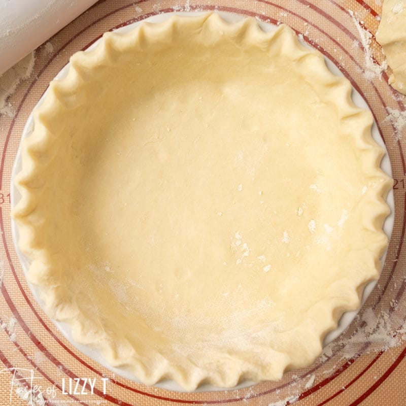 unbaked pie shell with fluted edges