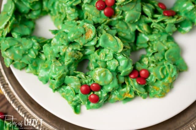 wreath cornflake cookies on a plate