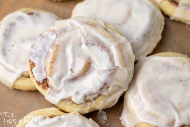 glazed cinnamon roll cookies