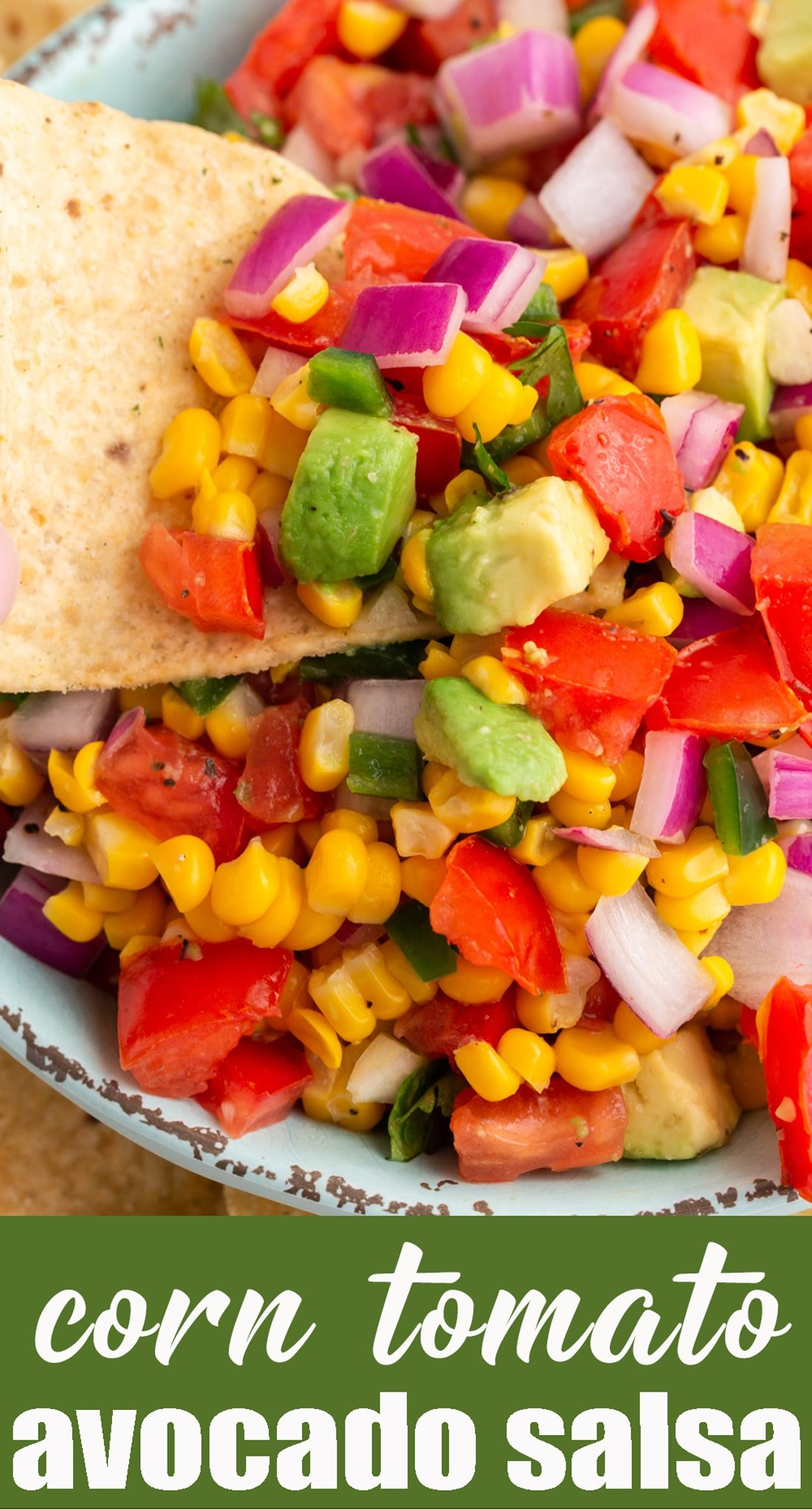 Corn, Tomato & Avocado Salad makes the ideal summer side dish to use up fresh garden produce. Serve with tortilla chips as a dip, too! via @tastesoflizzyt