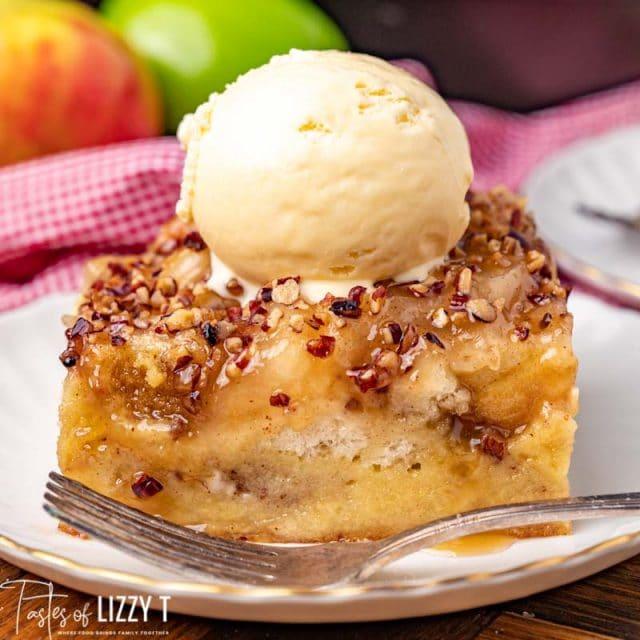 caramel apple bread pudding with ice cream
