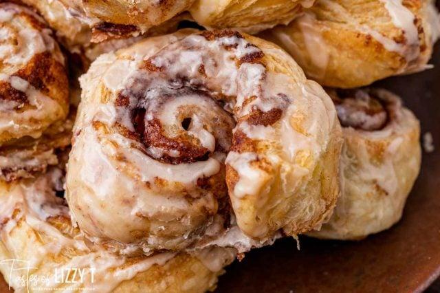 closeup of puff pastry cinnamon rolls